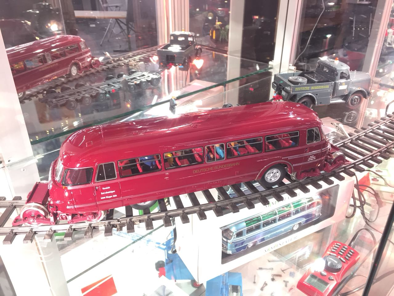 """Schi-Stra-Bus auf der Messe """"Die Modellbahn"""" in München (Foto vom 18.11.2017)"""